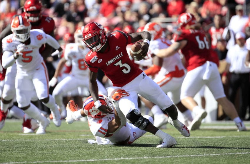 LOUISVILLE, KENTUCKY - OCTOBER 19: Micale Cunningham #6 of the Louisville Cardinals runs with the ball while sacked by Isaiah Simmons #11 of the Clemson Tigers at Cardinal Stadium on October 19, 2019 in Louisville, Kentucky. (Photo by Andy Lyons/Getty Images)