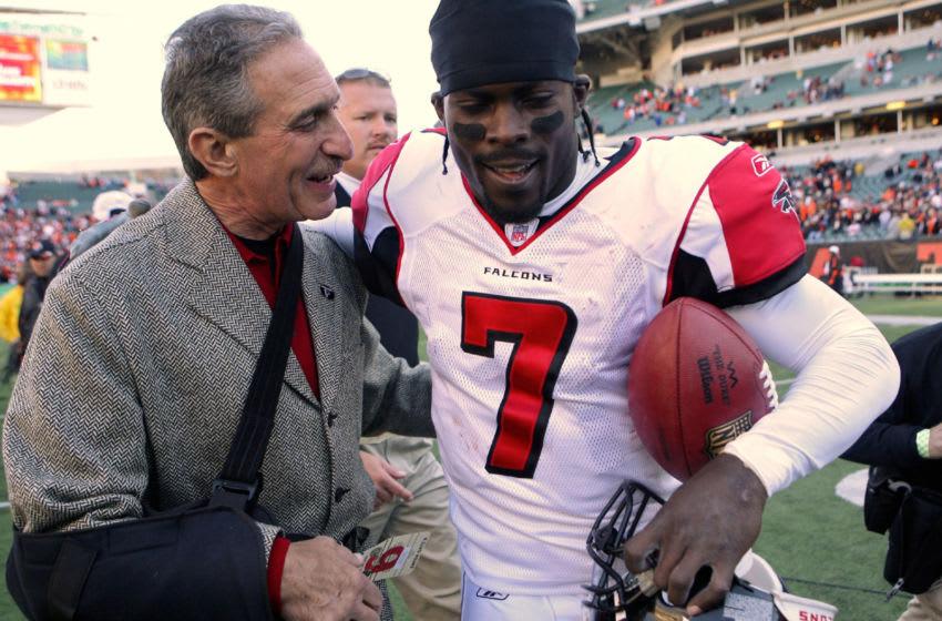 Atlanta Falcons owner Arthur Blank congratulates quarterback Michael Vick after defeating Cincinnati at Paul Brown Stadium in Cincinnati, Ohio on October 29, 2006. (Photo by Michael Hickey/Getty Images)