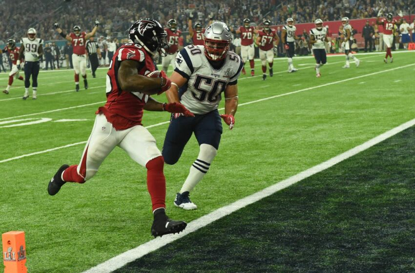 Tevin Coleman #26 of the Atlanta Falcons scores a touchdown on a 6 yard reception over Rob Ninkovich #50 of the New England Patriots in the third quarter during Super Bowl 51 at NRG Stadium on February 5, 2017 in Houston, Texas. / AFP / Timothy A. CLARY (Photo credit should read TIMOTHY A. CLARY/AFP via Getty Images)