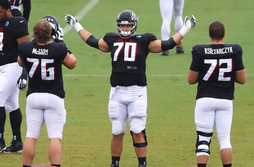 Aug 24, 2020; Flowery Branch, GA, USA; Atlanta Falcons tackle Jake Matthews (center) prepares to run a drill against Kaleb McGary (left) and Evin Ksiezarczyk while preparing for the second scrimmage on Monday, August 24, 2020 in Flowery Branch. Mandatory Credit: Curtis Compton/Pool Photo via USA TODAY Sports