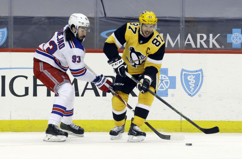 New York Rangers center Mika Zibanejad (93) and Pittsburgh Penguins center Sidney Crosby (87) fight for the puck. Credit: Charles LeClaire-USA TODAY Sports