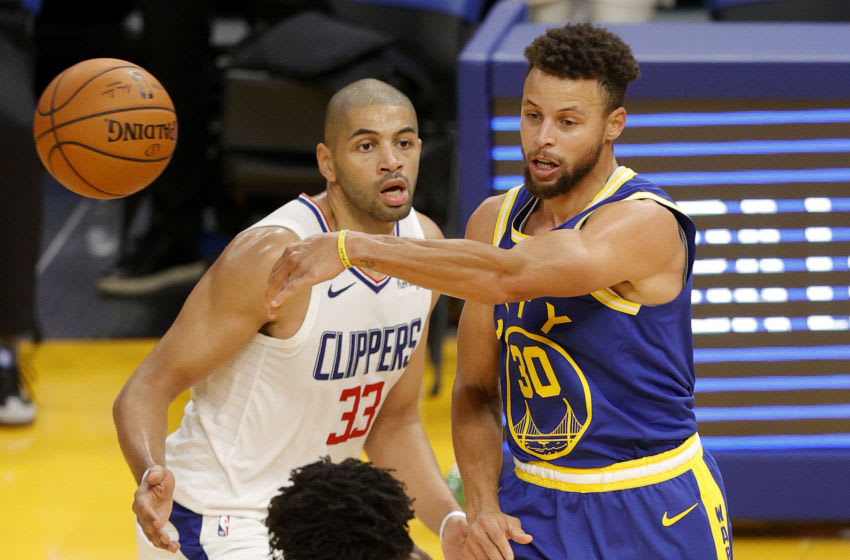 SAN FRANCISCO, CALIFORNIA - JANUARY 06: Stephen Curry #30 of the Golden State Warriors passes the ball while guarded by Nicolas Batum #33 of the LA Clippers at Chase Center on January 06, 2021 in San Francisco, California. NOTE TO USER: User expressly acknowledges and agrees that, by downloading and or using this photograph, User is consenting to the terms and conditions of the Getty Images License Agreement. (Photo by Ezra Shaw/Getty Images)