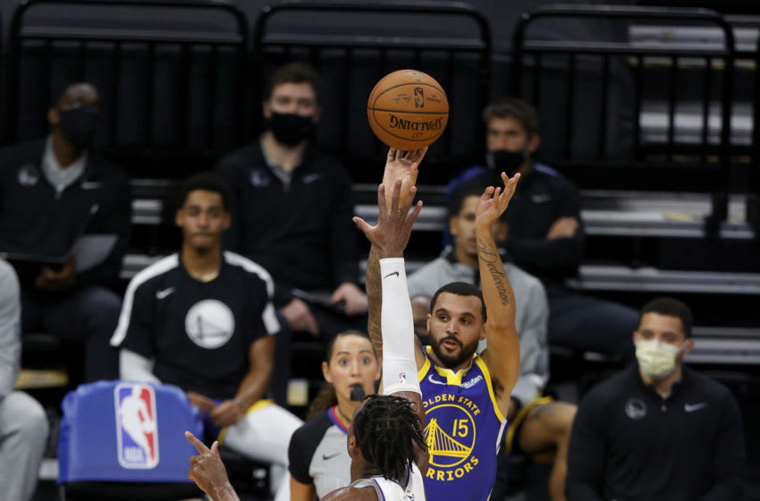 SACRAMENTO, CALIFORNIA - DECEMBER 15: Mychal Mulder #15 of the Golden State Warriors shoots over Buddy Hield #24 of the Sacramento Kings at Golden 1 Center on December 15, 2020 in Sacramento, California. NOTE TO USER: User expressly acknowledges and agrees that, by downloading and or using this photograph, User is consenting to the terms and conditions of the Getty Images License Agreement. (Photo by Ezra Shaw/Getty Images)