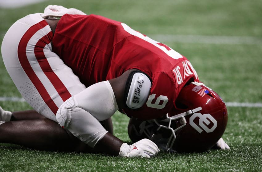 ATLANTA, GEORGIA - DECEMBER 28: Linebacker Kenneth Murray #9 of the Oklahoma Sooners reacts to a defensive play during the game against the LSU Tigers in the Chick-fil-A Peach Bowl at Mercedes-Benz Stadium on December 28, 2019 in Atlanta, Georgia. (Photo by Gregory Shamus/Getty Images)