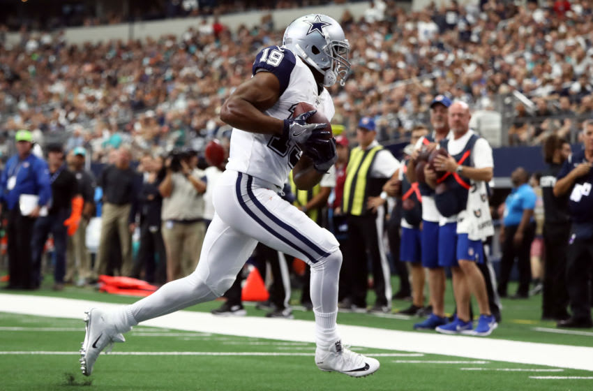 ARLINGTON, TEXAS - SEPTEMBER 22: Amari Cooper #19 of the Dallas Cowboys makes a touchdown pass reception against the Miami Dolphins in the second quarter at AT&T Stadium on September 22, 2019 in Arlington, Texas. (Photo by Ronald Martinez/Getty Images)