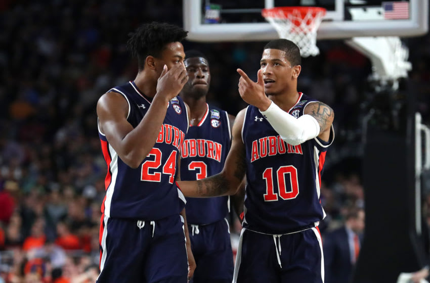 MINNEAPOLIS, MINNESOTA - APRIL 06: Anfernee McLemore #24 and Samir Doughty #10 of the Auburn Tigers react in the first half during the 2019 NCAA Final Four semifinal against the Virginia Cavaliers at U.S. Bank Stadium on April 6, 2019 in Minneapolis, Minnesota. (Photo by Tom Pennington/Getty Images)