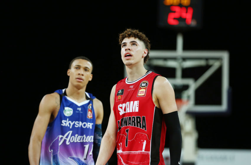 AUCKLAND, NEW ZEALAND - NOVEMBER 30: LaMelo Ball of the Hawks looks on with RJ Hampton of the Breakers during the round 9 NBL match between the New Zealand Breakers and the Illawarra Hawks at Spark Arena on November 30, 2019 in Auckland, New Zealand. (Photo by Anthony Au-Yeung/Getty Images)