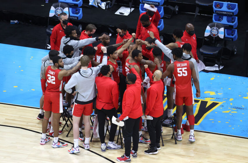 INDIANAPOLIS, INDIANA - APRIL 03: The Houston Cougars huddle in the second half against the Baylor Bears during the 2021 NCAA Final Four semifinal at Lucas Oil Stadium on April 03, 2021 in Indianapolis, Indiana. (Photo by Andy Lyons/Getty Images)