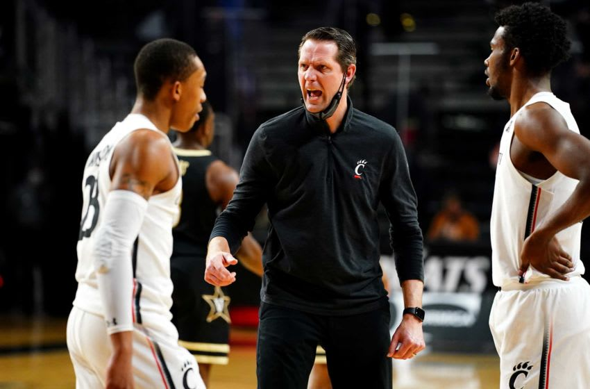 Cincinnati Bearcats head coach John Brannen instructs the team during a timeout in the first half of an NCAA men's basketball game against the Vanderbilt Commodores, Thursday, March 4, 2021, at Fifth Third Arena in Cincinnati. Vanderbilt At Cincinnati Basketball March 4