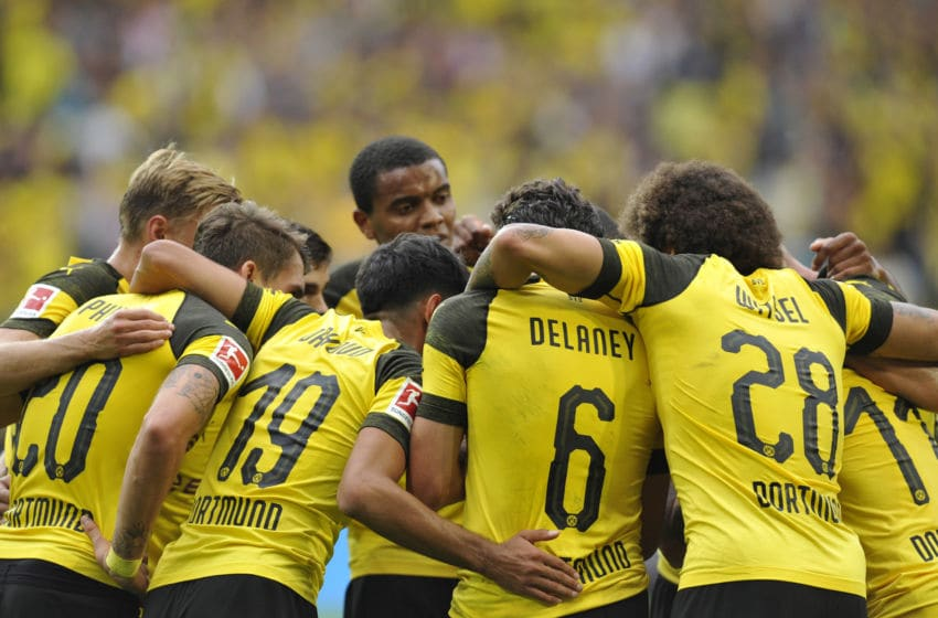 DORTMUND, GERMANY - AUGUST 26: Players of Dortmund celebrate their team`s second goal during the Bundesliga match between Borussia Dortmund and RB Leipzig at Signal Iduna Park on August 26, 2018 in Dortmund, Germany. (Photo by TF-Images/Getty Images)