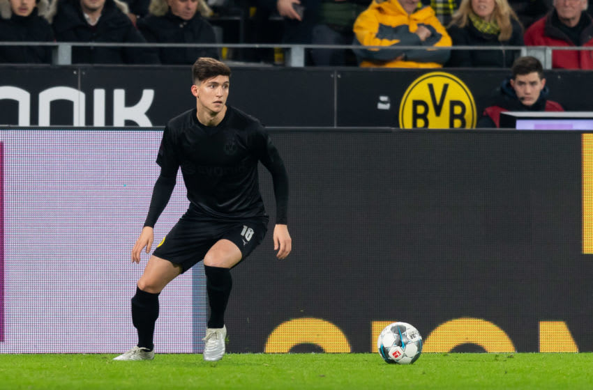 DORTMUND, GERMANY - DECEMBER 07: Leonardo Balerdi of Borussia Dortmund controls the ball during the Bundesliga match between Borussia Dortmund and Fortuna Duesseldorf at Signal Iduna Park on December 7, 2019 in Dortmund, Germany. (Photo by TF-Images/Getty Images)