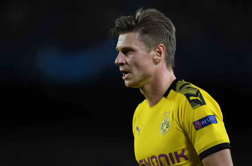 BARCELONA, SPAIN - NOVEMBER 27: Lukasz Piszczek of Borussia Dortmund looks on during the UEFA Champions League group F match between FC Barcelona and Borussia Dortmund at Camp Nou on November 27, 2019 in Barcelona, Spain. (Photo by Etsuo Hara/Getty Images)