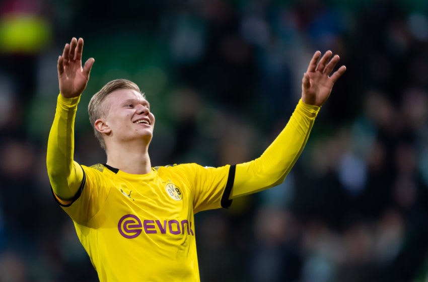 BREMEN, GERMANY - FEBRUARY 22: (BILD ZEITUNG OUT) Erling Haaland of Borussia Dortmund celebrate after winning the Bundesliga match between SV Werder Bremen and Borussia Dortmund at Wohninvest Weserstadion on February 22, 2020 in Bremen, Germany. (Photo by Max Maiwald/DeFodi Images via Getty Images)