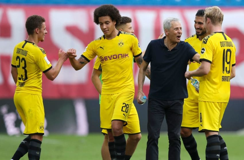 Dortmund's Swiss coach Lucien Favre (C) congratulate his players on their win at the end of the German first division Bundesliga football match RB Leipzig v Borussia Dortmund on June 20, 2020 in Leipzig, eastern Germany. (Photo by Ronny HARTMANN / various sources / AFP) / DFL REGULATIONS PROHIBIT ANY USE OF PHOTOGRAPHS AS IMAGE SEQUENCES AND/OR QUASI-VIDEO (Photo by RONNY HARTMANN/AFP via Getty Images)
