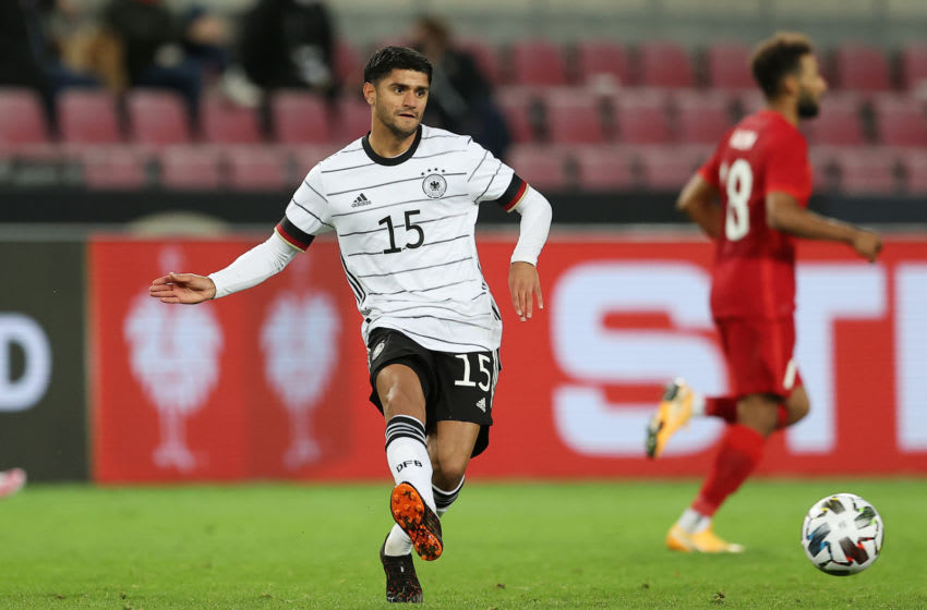 Mahmoud Dahoud controls the ball (Photo by Lars Baron/Getty Images)