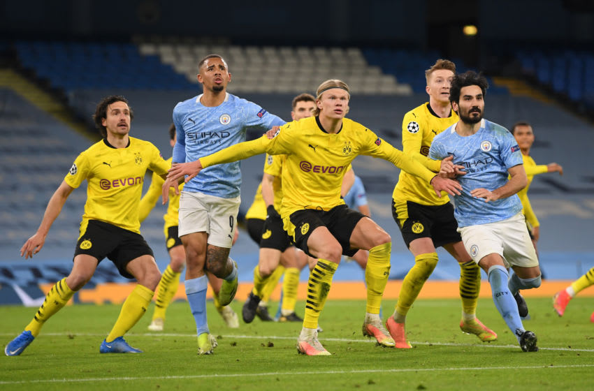 Borussia Dortmund and Manchester City players battle for the ball (Photo by Michael Regan/Getty Images)