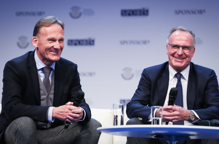 DUESSELDORF, GERMANY - JANUARY 30: Karl-Heinz Rummenigge, CEO of FC Bayern Muenchen (R) and Hans-Joachim Watzke, CEO of Borussia Dortmund, attend SpoBis 2017 on January 30, 2017 in Duesseldorf, Germany. (Photo by Maja Hitij/Getty Images)
