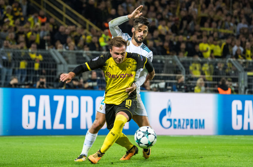DORTMUND, GERMANY - SEPTEMBER 26: Mario Goetze (L) of Dortmund and Isco (R) of Madrid fight for the ball during the UEFA Champions League group H match between Borussia Dortmund and Real Madrid at Signal Iduna Park on September 26, 2017 in Dortmund, Germany. (Photo by Lukas Schulze - UEFA/UEFA via Getty Images)