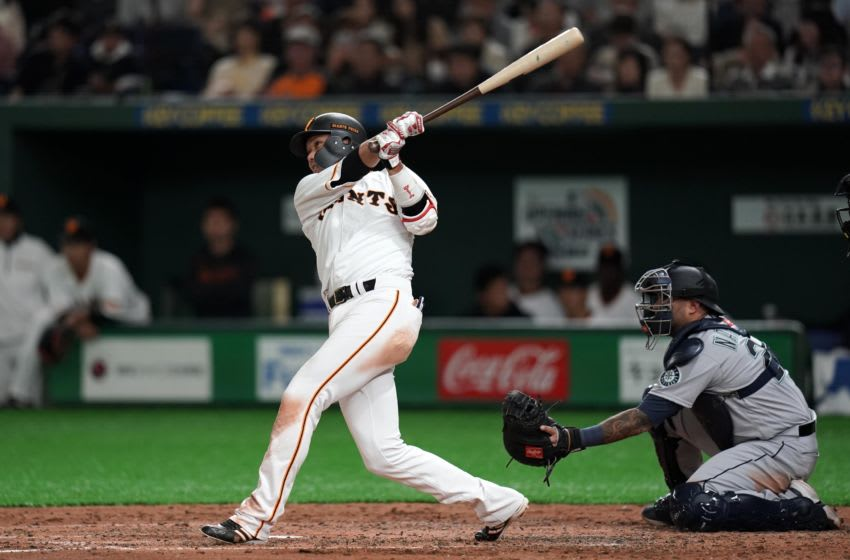 TOKYO, JAPAN - MARCH 17: Hayato Sakamoto #6 of the Yomiuri Giants hits a solo homer in the bottom of 5th inning during the game between the Yomiuri Giants and Seattle Mariners at Tokyo Dome on March 17, 2019 in Tokyo, Japan. (Photo by Masterpress/Getty Images)