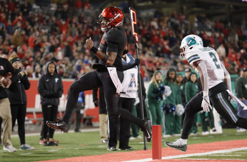 HOUSTON, TX - NOVEMBER 15: D'Eriq King #4 of the Houston Cougars rushes for a touchdown in the second quarter defended by Roderic Teamer Jr. #2 of the Tulane Green Wave at TDECU Stadium on November 15, 2018 in Houston, Texas. (Photo by Tim Warner/Getty Images)