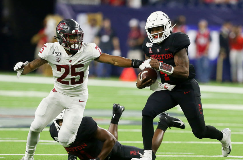 HOUSTON, TEXAS - SEPTEMBER 13: D'Eriq King #4 of the Houston Cougars rushes with the ball as Skyler Thomas #25 of the Washington State Cougars attempts to make the stop during the second quarter of the Texas Kickoff at NRG Stadium on September 13, 2019 in Houston, Texas. (Photo by Bob Levey/Getty Images)