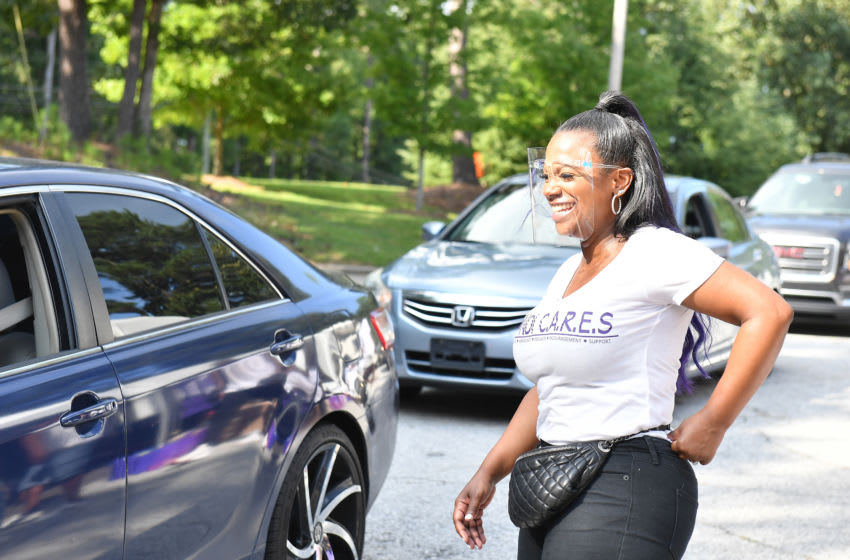 Kandi Burruss delivers grocery packages during Kandi C.A.R.E.S (Photo by Paras Griffin/Getty Images)