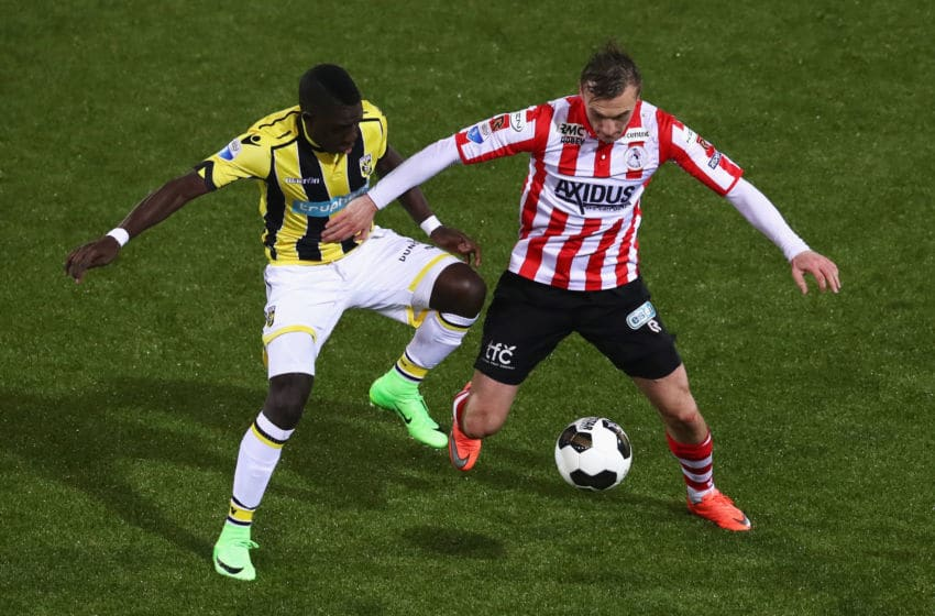 ROTTERDAM, NETHERLANDS - MARCH 01: Martin Pusic of Sparta Rotterdam battles for the ball with Marvelous Nakamba of Vitesse Arnhem during the Dutch KNVB Cup Semi-final match between Sparta Rotterdam and Vitesse Arnhem held at Het Kasteel or The Castle on March 1, 2017 in Rotterdam, Netherlands. (Photo by Dean Mouhtaropoulos/Getty Images)
