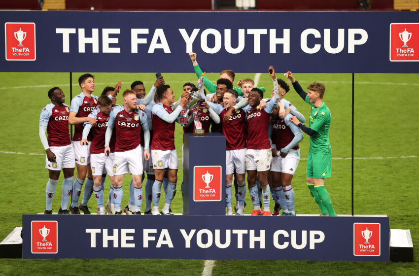 BIRMINGHAM, ENGLAND - MAY 24: Players of Aston Villa celebrate with the trophy following the FA Youth Cup Final match between Aston Villa U18 and Liverpool U18 at Villa Park on May 24, 2021 in Birmingham, England. A limited number of fans will be in attendance as Coronavirus restrictions begin to ease in the UK following the COVID-19 pandemic. (Photo by Alex Pantling/Getty Images)