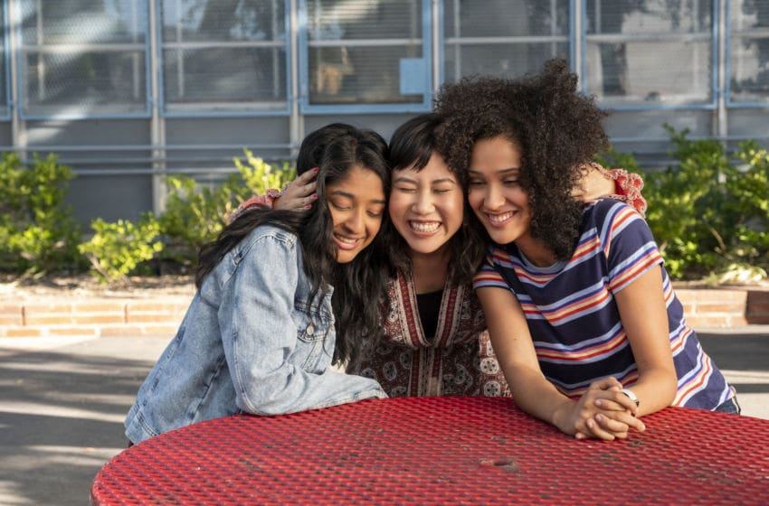NEVER HAVE I EVER (L to R) MAITREYI RAMAKRISHNAN as DEVI VISHWAKUMAR, RAMONA YOUNG as ELEANOR WONG, and LEE RODRIGUEZ as FABIOLA TORRES in episode 102 of NEVER HAVE I EVER Cr. LARA SOLANKI/NETFLIX © 2020