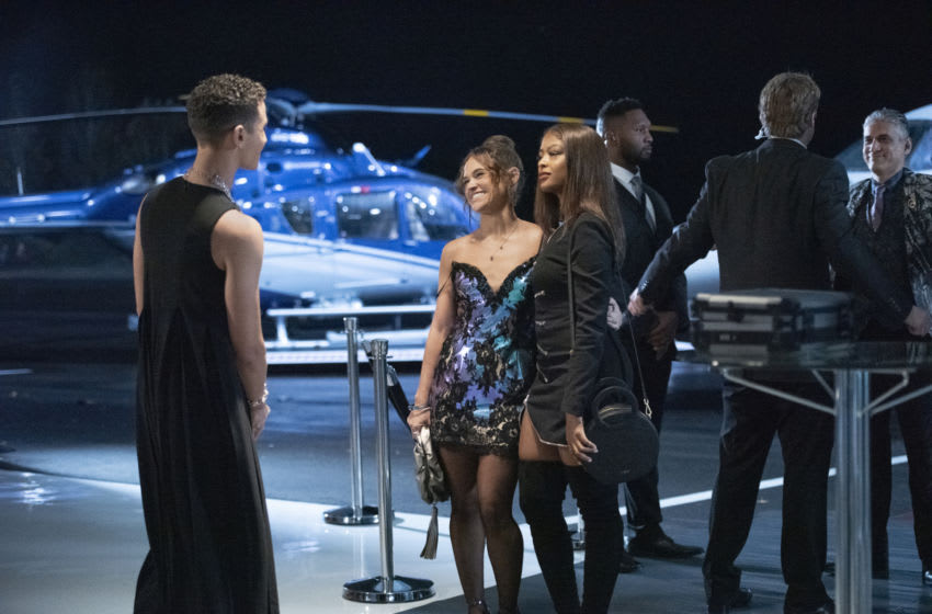 """Batwoman -- """"Gore on Canvas"""" -- Image Number: BWN205b_0476r -- Pictured (L-R): Lincoln Clauss as Evan Blake, Bevin Bru as Angelique and Javicia Leslie as Ryan Wilder -- Photo: Dean Buscher/The CW -- © 2021 The CW Network, LLC. All Rights Reserved."""