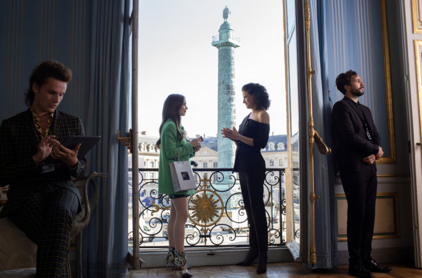 EMILY IN PARIS (L to R) LILY COLLINS as EMILY in episode 105 of EMILY IN PARIS Cr. CAROLE BETHUEL/NETFLIX © 2020