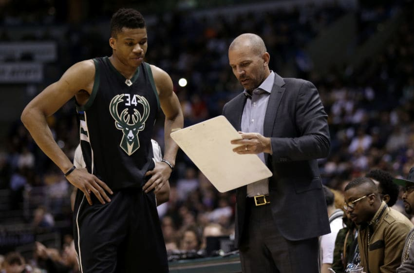 Jason Kidd talks to Giannis Antetokounmpo (Photo by Mike McGinnis/Getty Images)