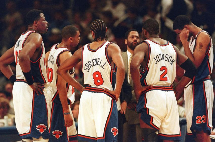 NEW YORK, UNITED STATES: A nearly defeated New York Knicks team meets during a time-out late in the fourth quarter of the fourth game of their Eastern Conference first round play-off series against the Miami Heat at Madison Square Garden in New York 14 May, 1999. From L-R: Patrick Ewing, Allan Houston, Latrell Sprewell (#8), Larry Johnson (#2) and Kurt Thomas (#23). The Heat won, 87-72, to even the series at 2-2. Man in suit is an unidentified coach. AFP PHOTO Stan HONDA (Photo credit should read STAN HONDA/AFP/Getty Images)