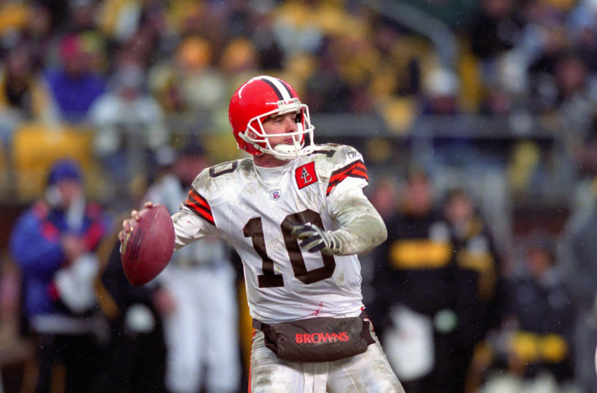 PITTSBURGH, PA - JANUARY 5: Quarterback Kelly Holcomb #10 of the Cleveland Browns passes against the Pittsburgh Steelers during a 2002 season Wild Card playoff game at Heinz Field on January 5, 2003 in Pittsburgh, Pennsylvania. The Steelers defeated the Browns 36-33. (Photo by George Gojkovich/Getty Images)