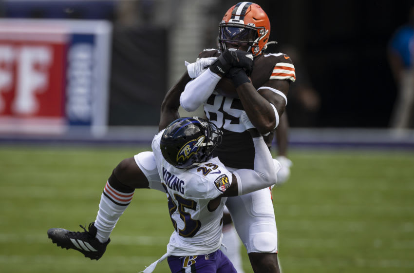 BALTIMORE, MD - SEPTEMBER 13: David Njoku #85 of the Cleveland Browns catches a pass against Tavon Young #25 of the Baltimore Ravens during the first half at M&T Bank Stadium on September 13, 2020 in Baltimore, Maryland. (Photo by Scott Taetsch/Getty Images)