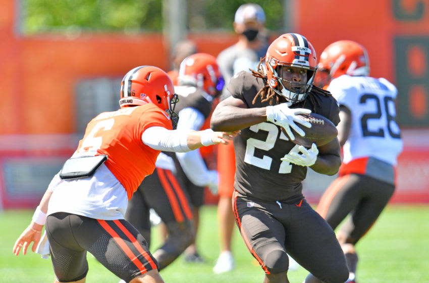 BEREA, OHIO - AUGUST 18: Quarterback Baker Mayfield #6 of the Cleveland Browns hands off to running back Kareem Hunt #27 during an NFL training camp at the Browns training facility on August 18, 2020 in Berea, Ohio. (Photo by Jason Miller/Getty Images)