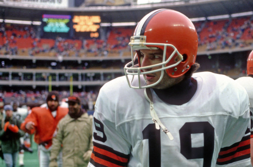 PITTSBURGH, PA - DECEMBER 26: Quarterback Bernie Kosar #19 of the Cleveland Browns leaves the field after a game against the Pittsburgh Steelers at Three Rivers Stadium on December 26, 1987 in Pittsburgh, Pennsylvania. The Browns defeated the Steelers 19-13. (Photo by George Gojkovich/Getty Images)