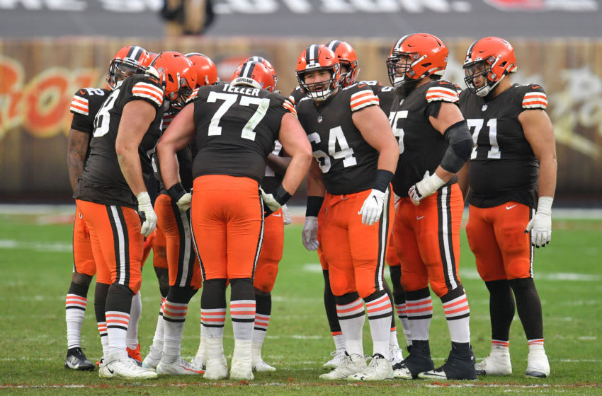 CLEVELAND, OHIO - JANUARY 03: Offensive guard Wyatt Teller #77 center JC Tretter #64 of the Cleveland Browns and the rest of the offense huddle prior to a play during the fourth quarter against the Pittsburgh Steelers at FirstEnergy Stadium on January 03, 2021 in Cleveland, Ohio. The Browns defeated the Steelers 24-22. (Photo by Jason Miller/Getty Images)