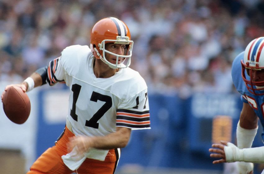 CLEVELAND, OH - SEPTEMBER 10: Quarterback Brian Sipe #17 of the Cleveland Browns going back to pass during a game against the Houston Oilers on September 10, 1981 in Cleveland, Ohio. (Photo by Ronald C. Modra/Getty Images)