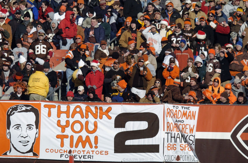 CLEVELAND - DECEMBER 21: Fans say farewell to quarterback Tim Couch #2 of the Cleveland Browns during the Browns last home game of the season at Cleveland Browns Stadium, which happened to be against the Baltimore Ravens, on December 21, 2003 in Cleveland, Ohio. The Ravens won 35-0. (Photo by David Maxwell/Getty Images)