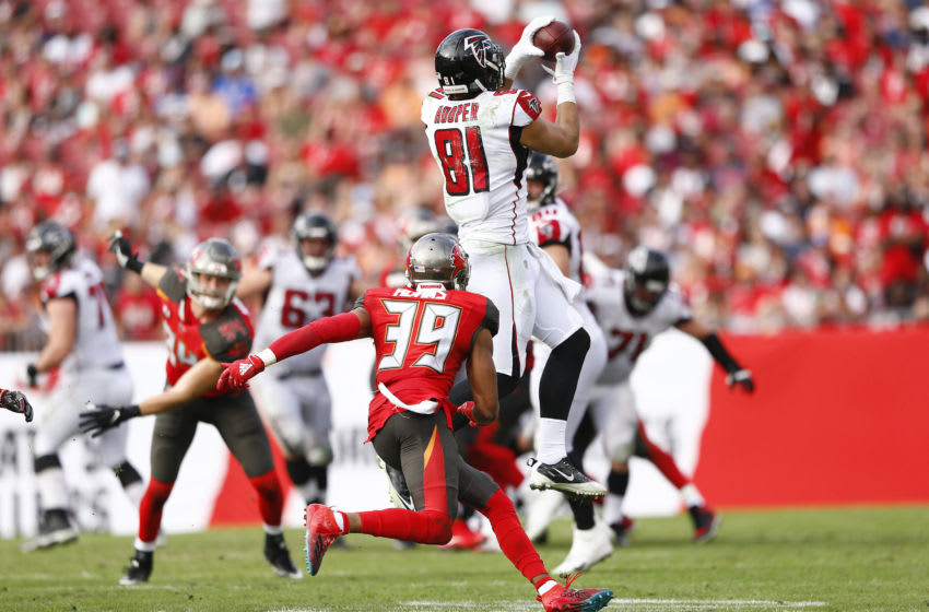 TAMPA, FLORIDA - DECEMBER 29: Austin Hooper #81 of the Atlanta Falcons makes a catch against the Tampa Bay Buccaneers during the second half at Raymond James Stadium on December 29, 2019 in Tampa, Florida. (Photo by Michael Reaves/Getty Images)