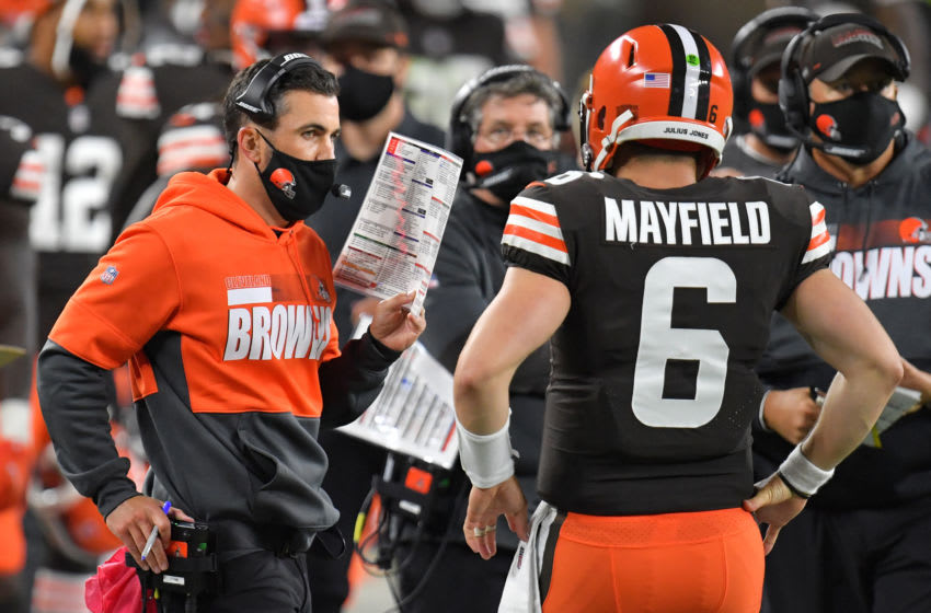 CLEVELAND, OHIO - SEPTEMBER 17: Head coach Kevin Stefanski of the Cleveland Browns talks with Baker Mayfield #6 during the second half against the Cincinnati Bengals at FirstEnergy Stadium on September 17, 2020 in Cleveland, Ohio. (Photo by Jason Miller/Getty Images)