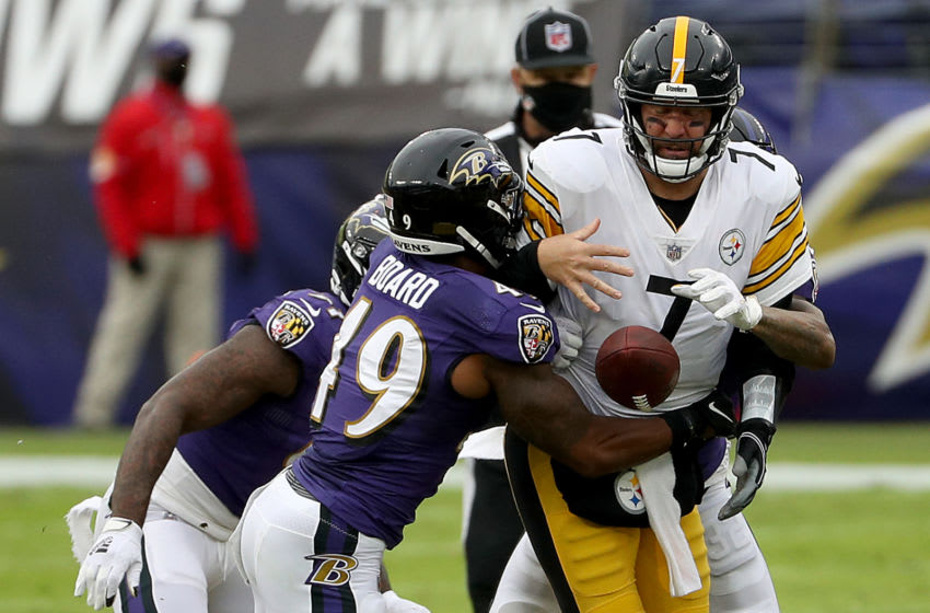 BALTIMORE, MARYLAND - NOVEMBER 01: Linebacker Chris Board #49 of the Baltimore Ravens knocks the ball out of the hands of quarterback Ben Roethlisberger #7 of the Pittsburgh Steelers in the second quarter at M&T Bank Stadium on November 01, 2020 in Baltimore, Maryland. (Photo by Patrick Smith/Getty Images)