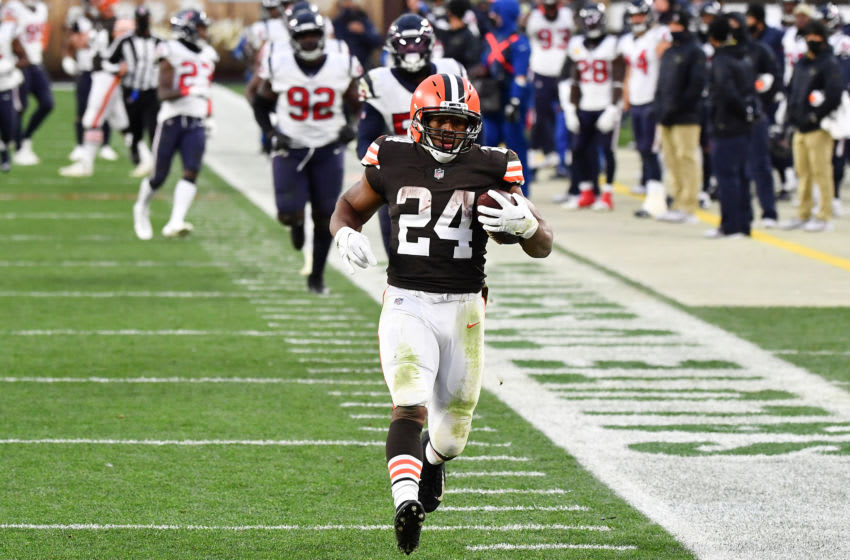 CLEVELAND, OHIO - NOVEMBER 15: Nick Chubb #24 of the Cleveland Browns runs the ball against the Houston Texans during the second half at FirstEnergy Stadium on November 15, 2020 in Cleveland, Ohio. (Photo by Jamie Sabau/Getty Images)
