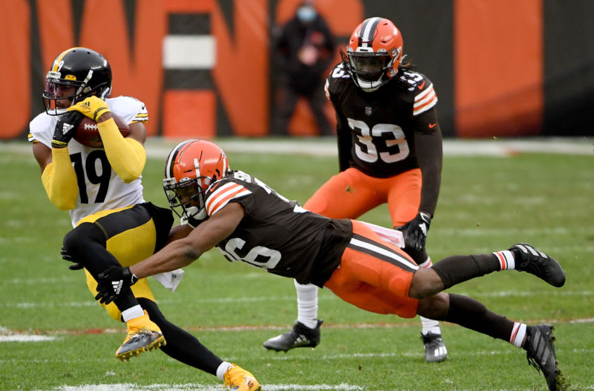 CLEVELAND, OHIO - JANUARY 03: JuJu Smith-Schuster #19 of the Pittsburgh Steelers catches a pass against M.J. Stewart #36 of the Cleveland Browns in the second quarter at FirstEnergy Stadium on January 03, 2021 in Cleveland, Ohio. (Photo by Nic Antaya/Getty Images)