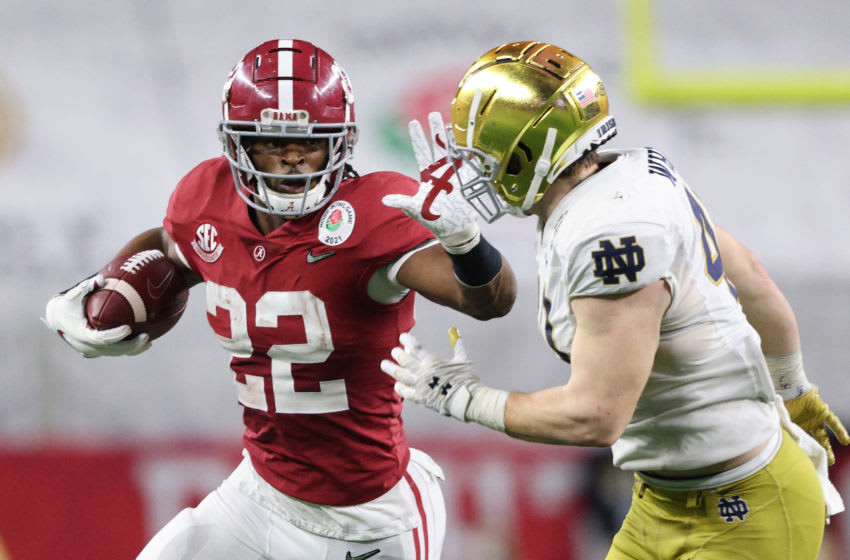 ARLINGTON, TEXAS - JANUARY 01: Defensive back Ronald Williams Jr. #22 of the Alabama Crimson Tide stiff arm linebacker Drew White #40 of the Notre Dame Fighting Irish during the third quarter of the 2021 College Football Playoff Semifinal Game at the Rose Bowl Game presented by Capital One at AT&T Stadium on January 01, 2021 in Arlington, Texas. (Photo by Ronald Martinez/Getty Images)