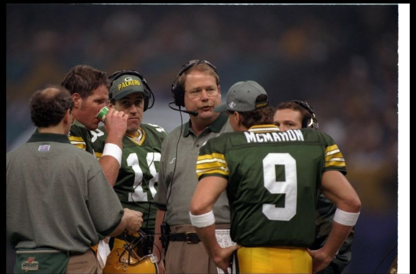 26 Jan 1997: Green Bay Packers head coach Mike Holmgren confers with quarterbacks Brett Favre and Jim McMahon during Super Bowl XXXI against the New England Patriots at the Superdome in New Orleans, Louisiana. The Packers won the game, 35-21. Mandatory
