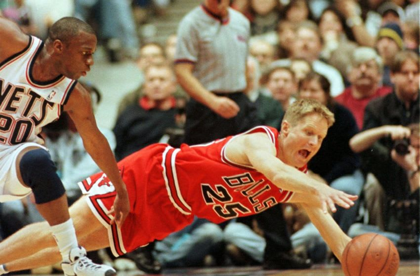 EAST RUTHERFORD, UNITED STATES: Steve Kerr (R) of the Chicago Bulls dives for a loose ball in front of Sherman Douglas (L) of the New Jersey Nets during the second quarter of their game 20 December at the Continental Arena in East Rutherford, NJ. The Bulls won 100-92. AFP PHOTO Stan HONDA (Photo credit should read STAN HONDA/AFP via Getty Images)