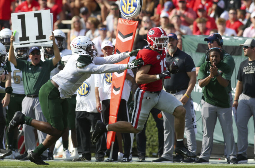 ATHENS, GA - SEPTEMBER 11: Brock Bowers #19 of the Georgia Bulldogs runs past UAB Blazers Justin Thomas #1 after a catch in the first half at Sanford Stadium on September 11, 2021 in Athens, Georgia. (Photo by Brett Davis/Getty Images)