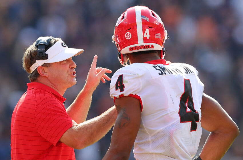 AUBURN, ALABAMA - OCTOBER 09: Head coach Kirby Smart of the Georgia Bulldogs converses with Nolan Smith #4 against the Auburn Tigers during the first half at Jordan-Hare Stadium on October 09, 2021 in Auburn, Alabama. (Photo by Kevin C. Cox/Getty Images)
